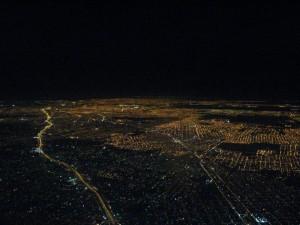 Vuelos a Buenos Aires: vista aérea de noche de la ciudad.
